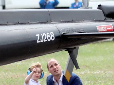 El príncipe George, un piloto muy gracioso que acompaña a sus papis en los actos oficiales