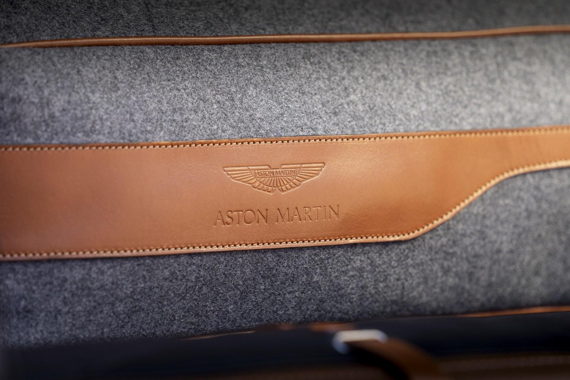 Foto de Aston Martin DBX (34/36)
