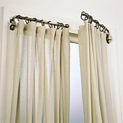 Una manera muy original de abrir las cortinas