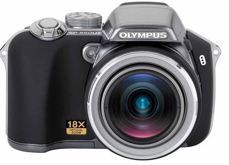 Olympus SP-550 UZ, con zoom óptico 18x