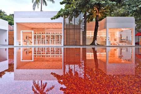 Hotel Con Red Pool