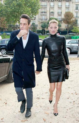 Kate Moss y su look más dominatrix