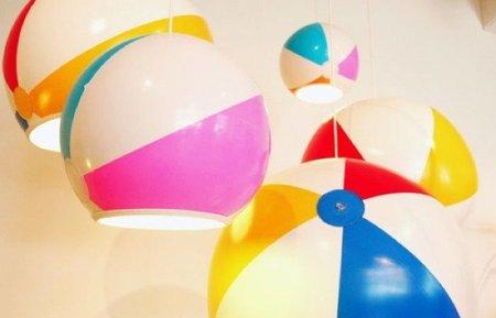 Recicladecoración: lámparas hechas con balones de playa