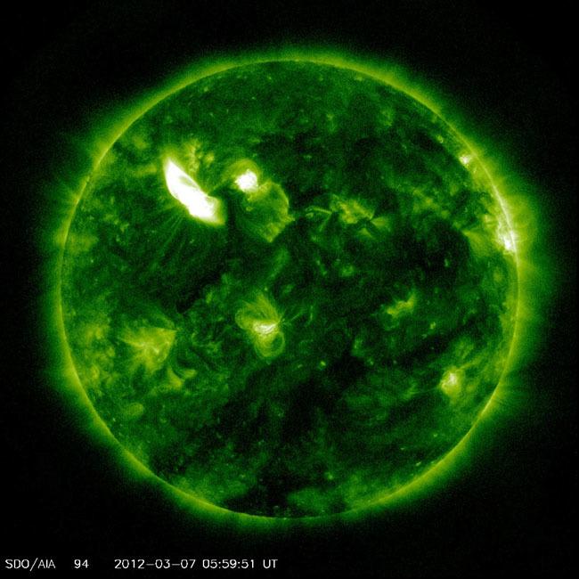 Foto de fotografías del Sol debidas a una erupción solar de clase X (3/7)