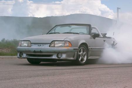 Difícil creer que este desvencijado Ford Mustang Fox será el siguiente Hoonifox de Ken Block