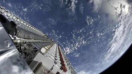 Starlink, que ya tiene más de 420 satélites en órbita, promete nuevas medidas para reducir el brillo en el cielo nocturno