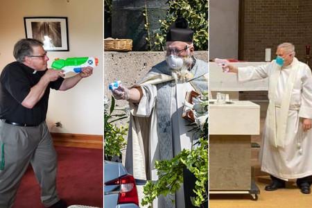 Sí, hay curas bautizando a niños y santiguando a feligreses con pistolas de agua