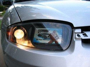 Pantalla LCD integrada en las luces delanteras