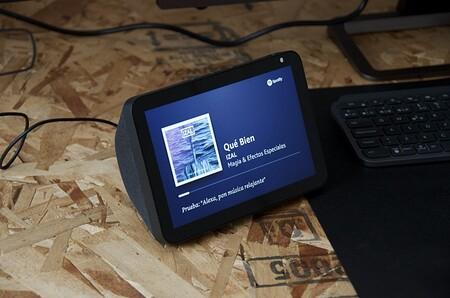 """Gran rebaja en la pantalla """"inteligente"""" Echo Show 8 de Amazon que la deja a su precio mínimo histórico de 69,99 euros"""