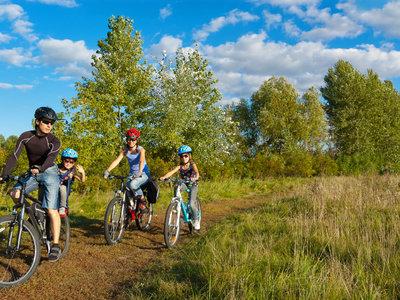 Día Mundial de la bicicleta: familias en bici, familias felices