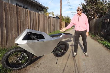 No, esta no es la moto eléctrica de Tesla, es una bicicleta eléctrica con 64 km de autonomía hecha para llamar la atención