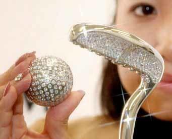 Bola y putter de golf de platino y diamantes