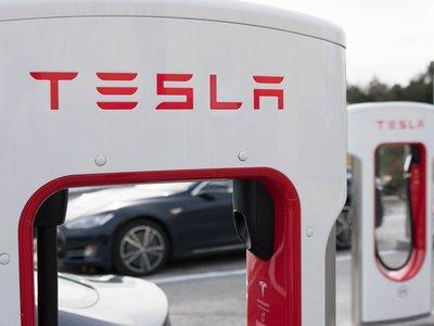 Si te compras un Tesla a partir de enero en EEUU, pagarás por recargar: no habrá más recargas gratuitas