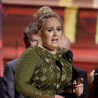 Adele protagoniza dos de los momentazos de la noche de los Grammy 2017