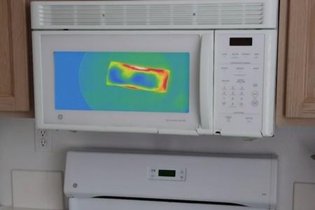 Este microondas te muestra con visión térmica cómo está de caliente la comida