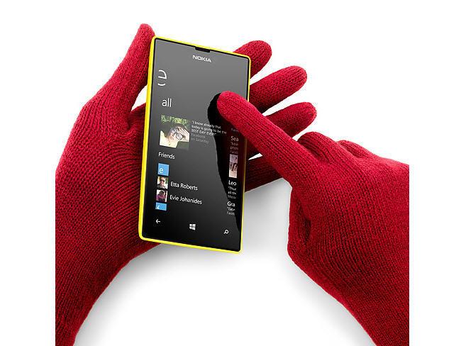 Nokia Lumia 520 con guantes
