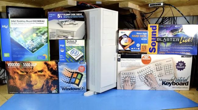 Así es montar un PC para gaming en 2018 usando únicamente componentes (nuevos) de hace 20 años
