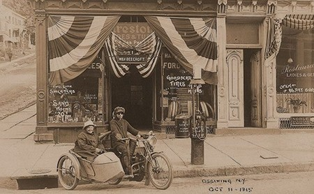 Esta mujer y su madre hicieron historia viajando en moto de costa a costa de EEUU ¡en 1915!