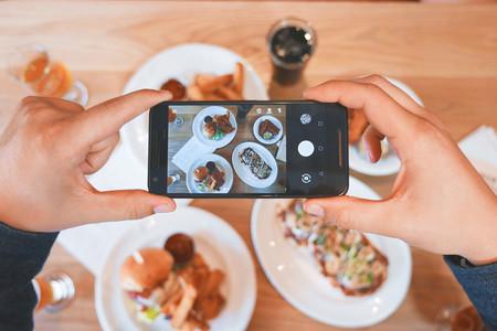 Un restaurante francés prohíbe el móvil, la mayonesa, el ketchup y las bebidas azucaradas a la mesa