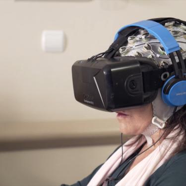 La realidad virtual como terapia para el Parkinson: hablamos con una paciente