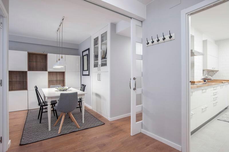 Puertas abiertas una reforma integral en estilo n rdico for Reformas de pisos antiguos