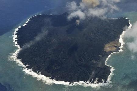 Una isla japonesa aumenta su tamaño 9 veces en 1 año debido a una erupción volcánica