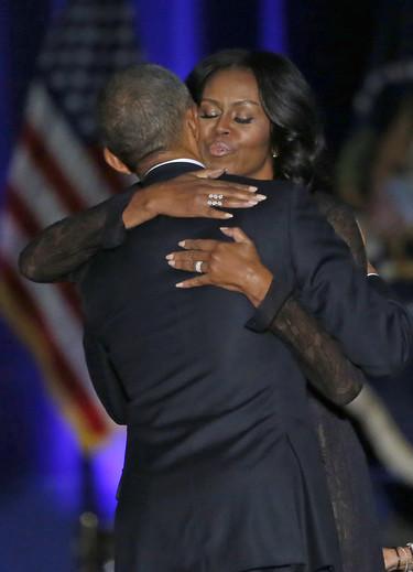 Cariñoso mensaje de agradecimento de Obama a Michelle y a sus hijas en su discurso de despedida como presidente