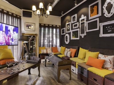 "WELKHOMEclub, un lounge club donde pagas el alcohol ""a peso"""