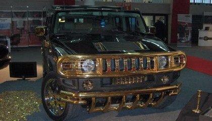 Un Hummer con frontal de oro