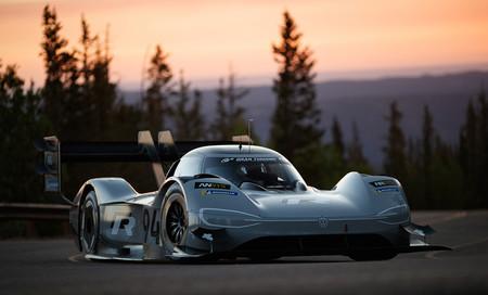 El Volkswagen ID.R quiere ser el coche eléctrico más rápido en Pikes Peak y ya enseña sus colores de guerra