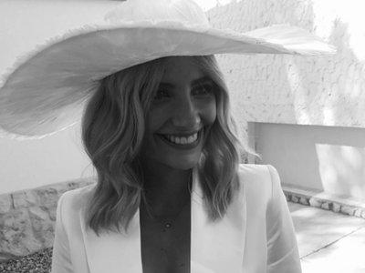 Miriam Giovanelli se casa con pantalones a lo Bianca Jagger