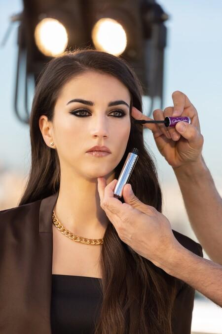Claudia Salas, Rebeca en 'Élite', diseña la nueva edición limitada de maquillaje de Maybelline que es de lo más molona