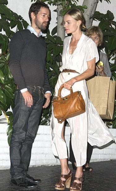 Blanca y radiante va 'la ex-novia'