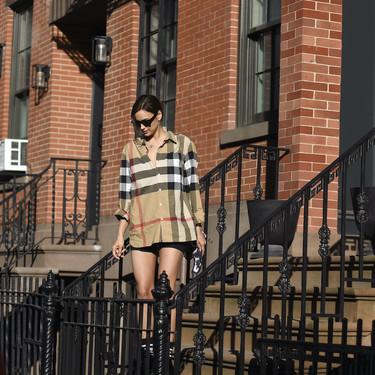 Estos son los estilismos de Irina Shayk que podrías querer lucir este verano al completo (y de manera literal)