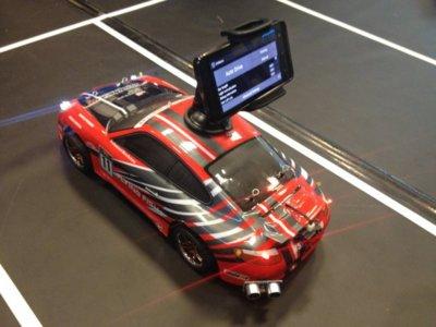 Con Arduino y Android puedes construir un coche que aparca solo o no se sale nunca de su carril