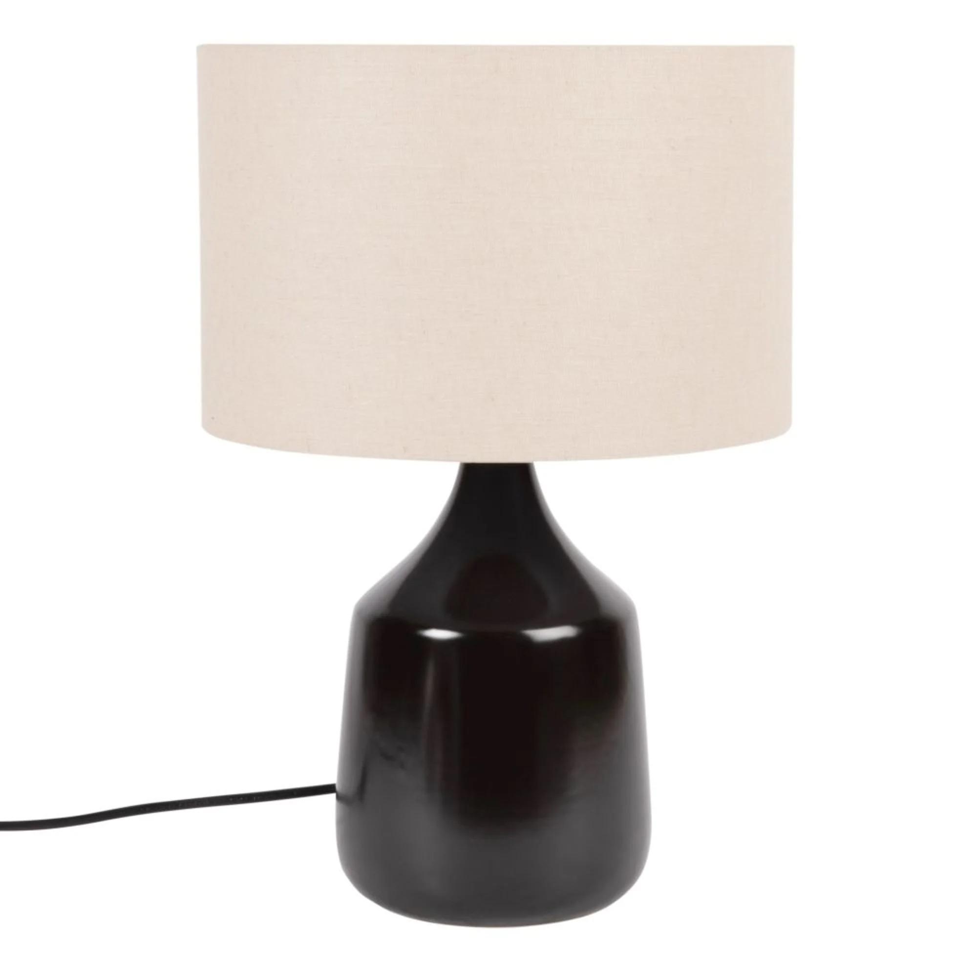 Lámpara de cerámica negra con pantalla de lino.