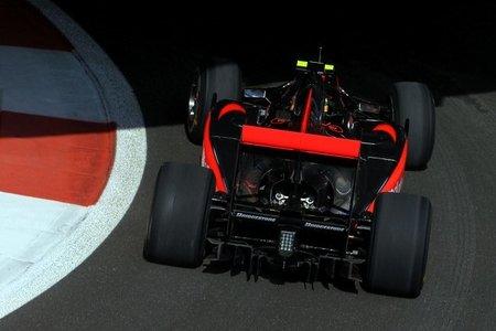 GP de Abu Dhabi de Fórmula 1: Fernando Alonso enseña los dientes, para Lewis Hamilton el mejor tiempo de los libres 2