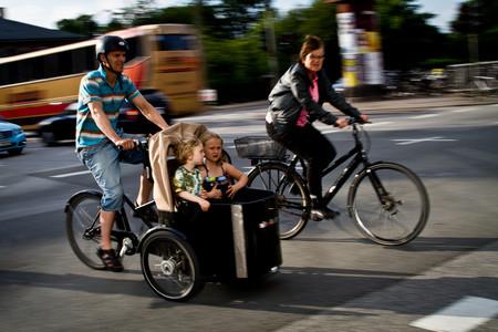 Somos una familia, vivimos en una ciudad y hemos decidido vivir sin coche: así nos va
