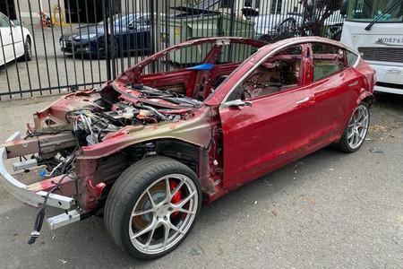 Alguien va a pagar 15.000 dólares (o más) por lo que queda de este Tesla Model 3 Performance... que aún funciona