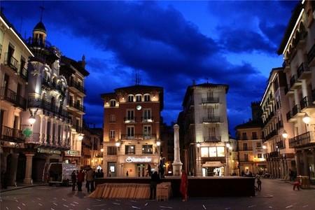 Las ciudades más baratas de España para viajar este otoño, y también las más caras