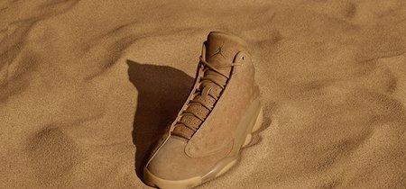 Las Air Jordan 13 Retro Wheat en un elegante color dorado por el sol