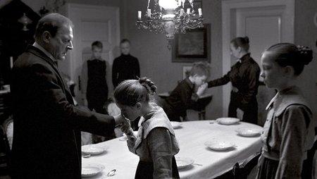 'La cinta blanca', la austeridad de una aldea protestante