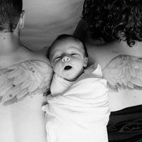 La preciosa foto familiar en homenaje a su primer bebé que murió con 14 meses