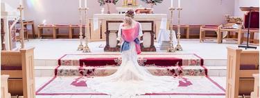Las preciosas fotografías de una novia porteando a su hija durante su boda