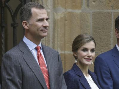 La reina Letizia vuelve a su excesivo estilo clásico y aburrido en San Sebastián