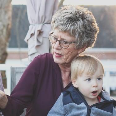 Italia aprueba un 'bono niñera' de 1.200 euros para los abuelos que cuidan de sus nietos durante la crisis del coronavirus