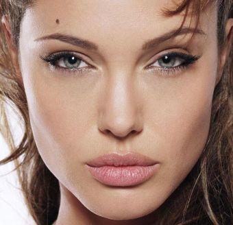 Maquíllate los ojos como Angelina Jolie