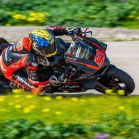 Tito Rabat ya exprime la Ducati Panigale V4 R (con caída incluída) y confirma que correrá gratis en Superbikes