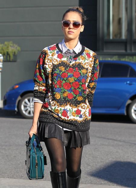 La vergüenza no existe en los jerséis de Navidad, al menos para Jessica Alba