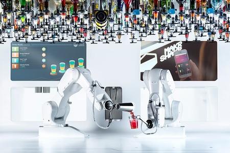 Conozcan a Toni, el primer robot barman capaz de manejar 158 botellas y servir hasta 80 bebidas por hora